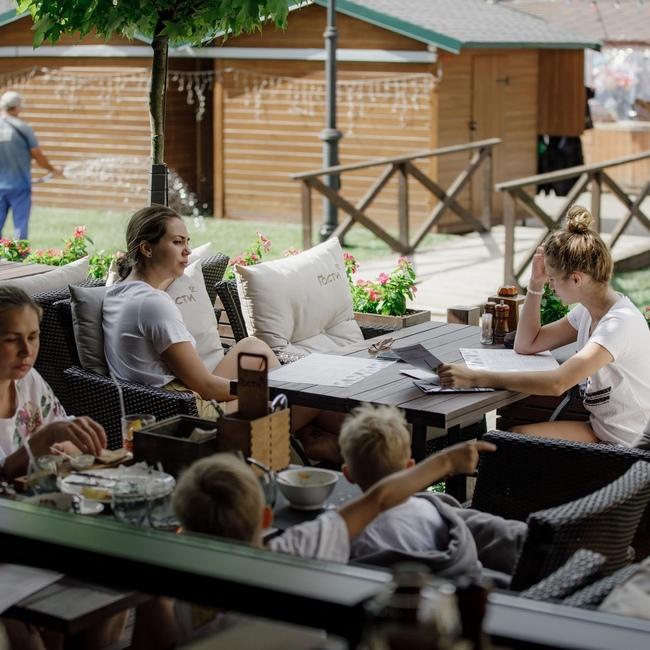 ресторан гости курорт красная поляна