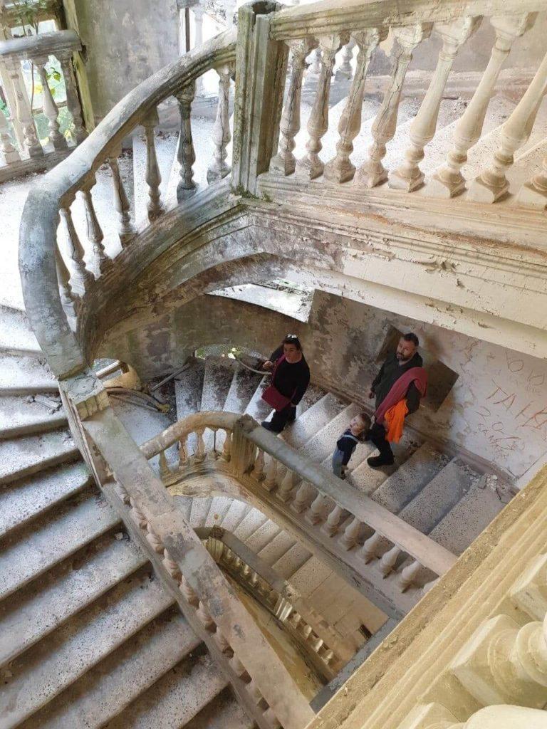 экскурсия в абхазию заброшенные здания