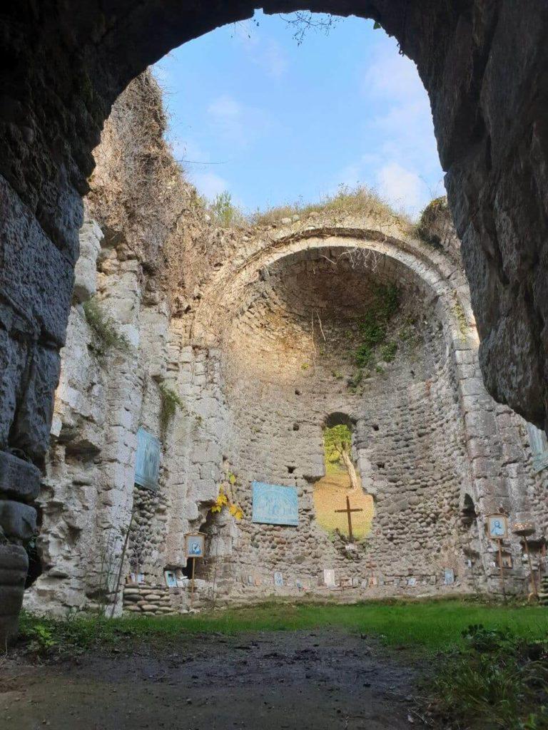 экскурсия в абхазию древний храм